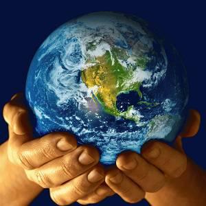 Bola del mundo en manos