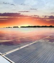 Atardecer panel solar