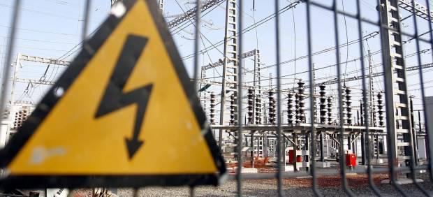 En España los hogares pagan un 38% más por el kilovatio de luz que la media europea