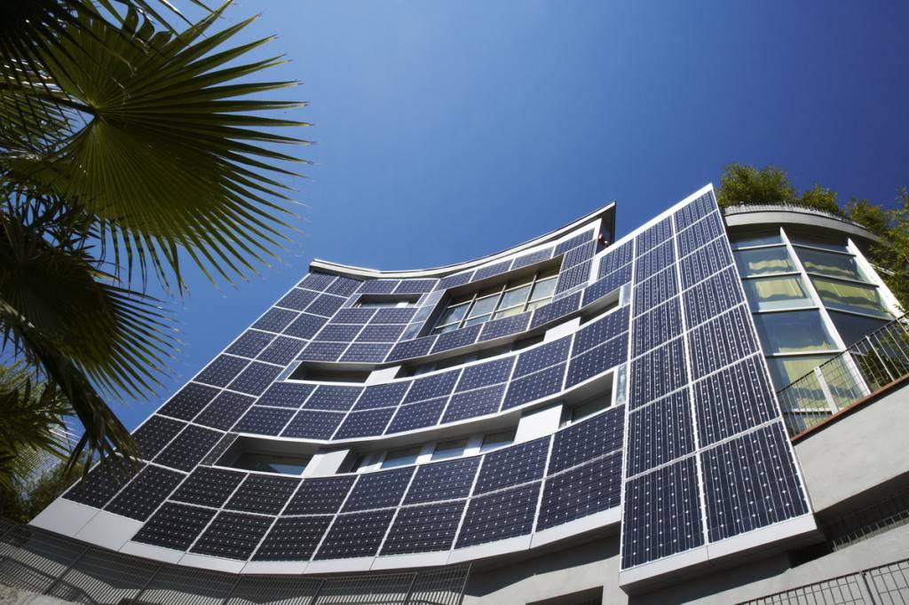 Fomento pone en un aprieto a Industria con la contribución fotovoltaica en edificios