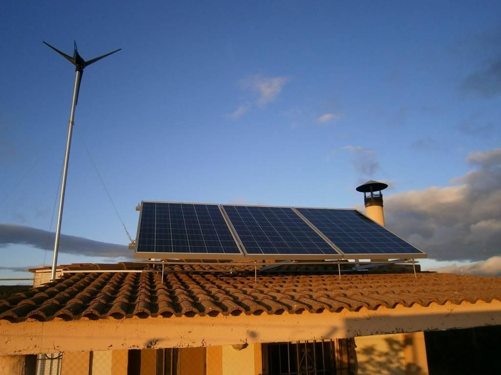 Instalación híbrida solar-eólica en Burgos
